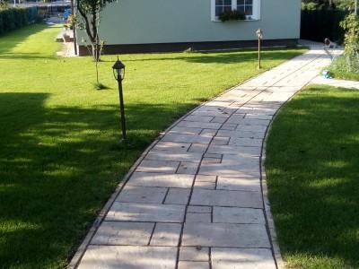 Referencie chodníkov, príjazdov a plotov